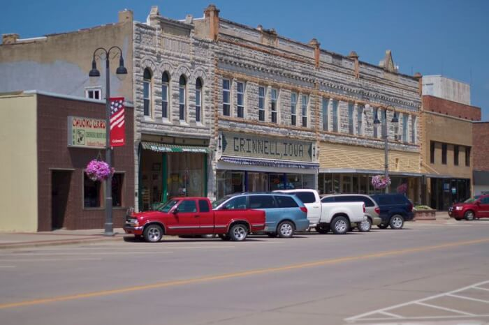 grinnell-iowa-conservative-town