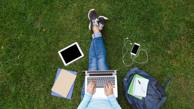 How to Prepare for College the Summer Before Senior Year 1